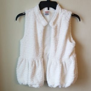 NWOT white faux fur vest, bubble bottom, 10/12